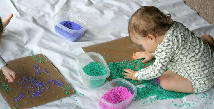 Bebé / niño de Color Art Arroz de Diversión en casa con los niños utilizar papel de contacto en lugar de pegamento, y teniendo en cuenta el deseo natural de X para examinar puñados de materiales sensoriales y soltarlos,