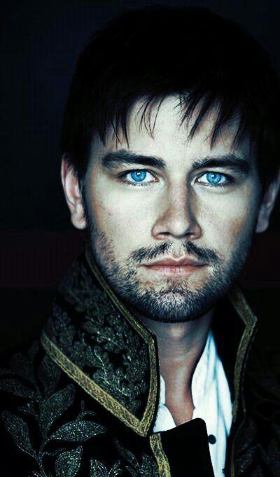 Reign - Sebastian. God those eyes are beautiful