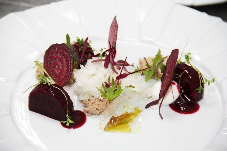 Ravioli de sfeclă roșie cu foie gras.