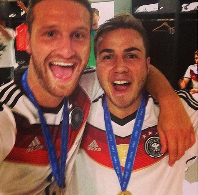 Pin for Later: Hier findet ihr die deutsche Fußballmannschaft auf Instagram Shkodran Mustafi