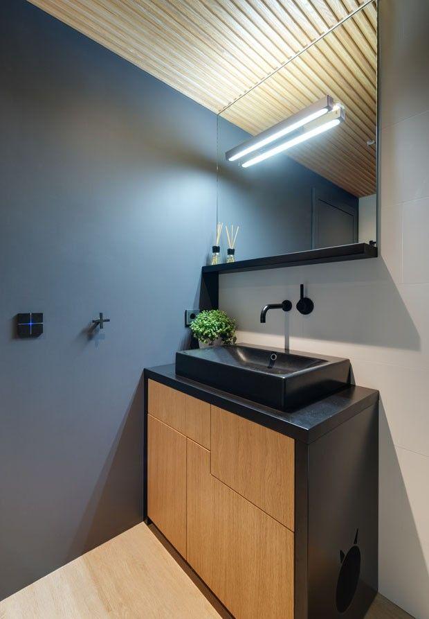 Apartamento tem um escorregador no meio da sala (Foto: Savchenko Sergiy / divulgação)