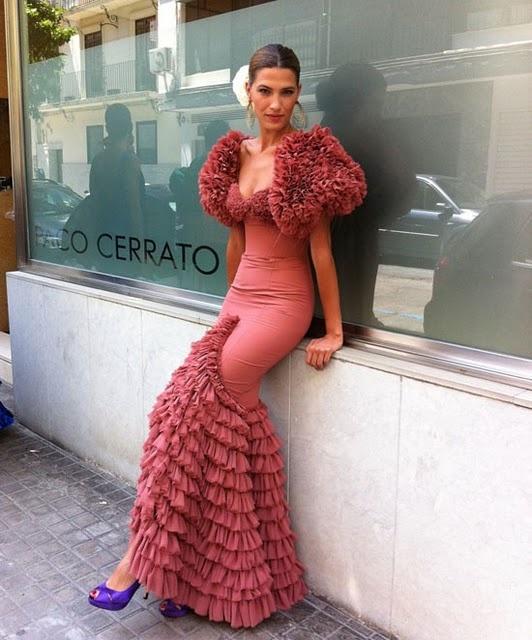 Feria de Seville, Abril 2011. Have you ever seen a flamenco dress so beautiful and inspiring?