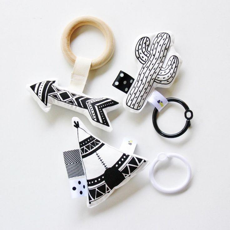 SAUVAGE biologique pour bébé jouets Set / main imprimé / branché / Interactive par BabeeandMe sur Etsy https://www.etsy.com/fr/listing/248678433/sauvage-biologique-pour-bebe-jouets-set