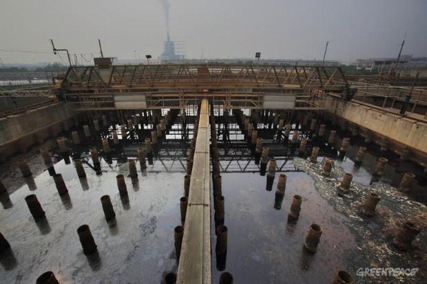 Una planta de tratamiento de aguas residuales en la Planta de Tratamiento de Aguas Shaoxing.    © Qiu Bo / Greenpeace