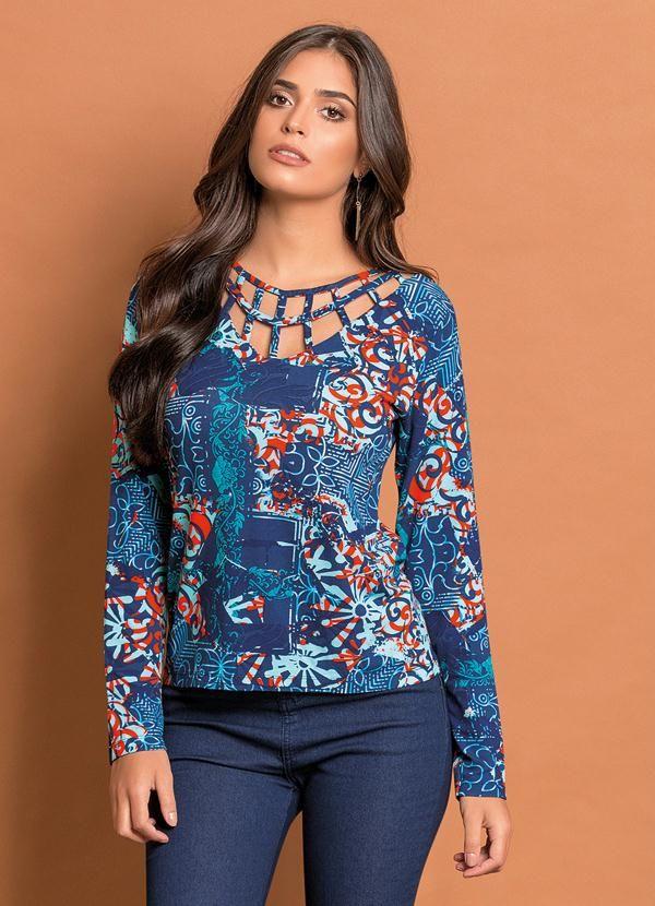 Blusa com Detalhe Vazado (Arabescos e Floral)