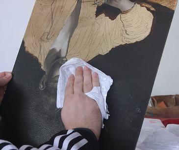 Pulire e sgrassare un dipinto con una patata è una delle tecniche di pittura ad olio più conosciuta e antica. Quest'articolo ti spiega come usarla.