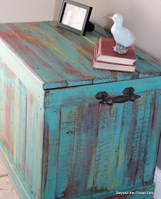 DIY Pallet Trunk.  #pallet #trunk #diy -- This would be fun storage for mass WIPs or fabric? Doubles as seating/short table....