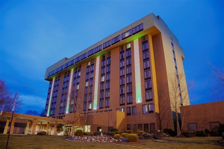 The Holiday Inn Hotel in Bristol is absolutely fabulous for a wedding! Click the image link to call them today! Image credit: Holiday Inn webpage.