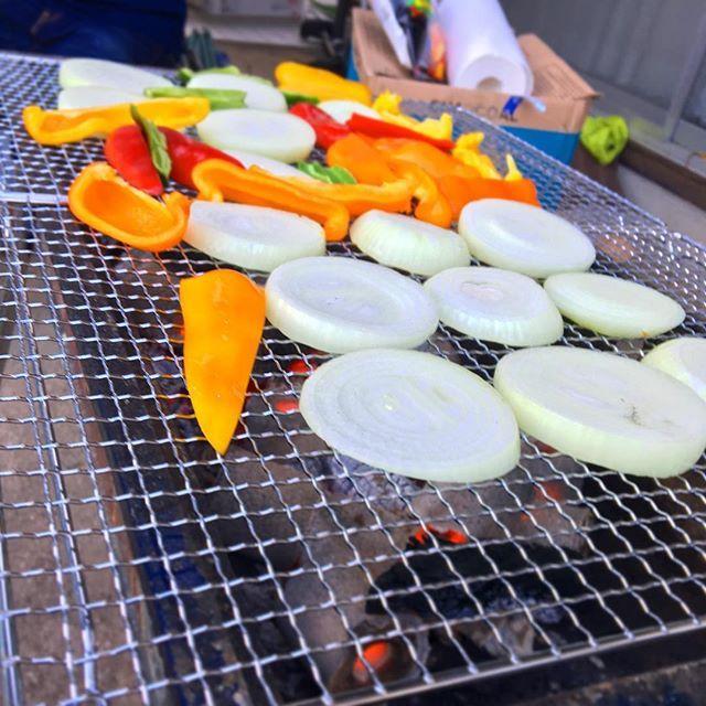 ちょい前。 友達んちの庭でBBQ! 食材調達と火起こしの任務無事完了して、めっちゃ食べた♪ 野菜の時しか撮る余裕ない位、肉ガッツいてましたwおいしかったー。 #ケイタイフォト #本日も晴天なり #bbq#バーベキュー#肉
