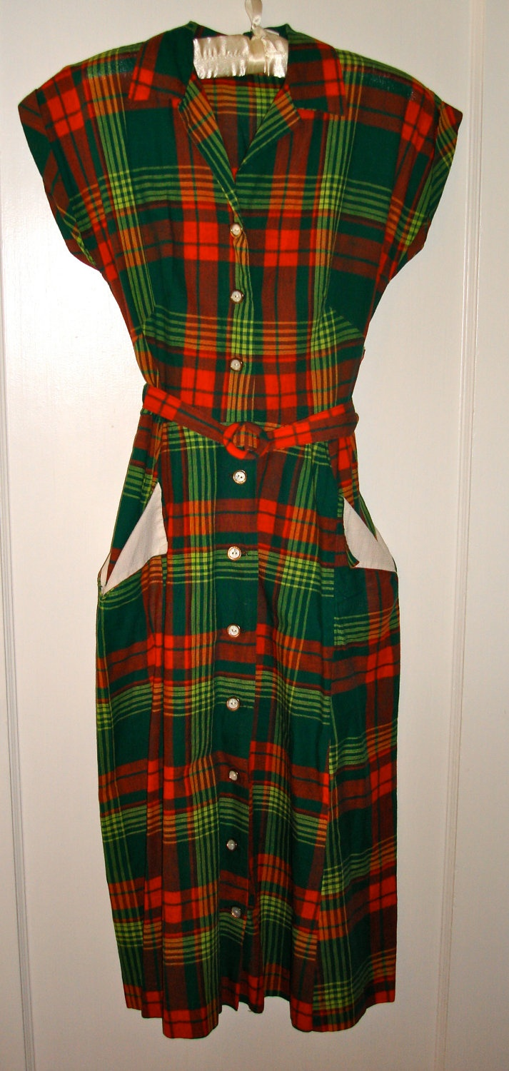 Vintage christmas plaid dress. OMGoodness, this is outstanding!