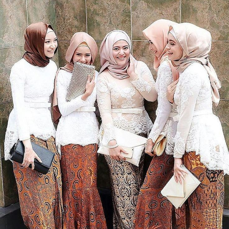 Hijab Fashion 2016/2017: We always love batik! Padu padan batik dengan hijab yang cantik  Bridesmaids for shin.a wedding Photo via @farhanahkim #pernikahanindonesia #bridesmaid #inspirasikebaya by pernikahanindonesia
