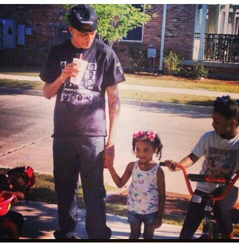 August with his nieces. He loves those girls like they really are his. RIP to Mel but I'm glad they have a father figure like Aug, Trav , and Smoke