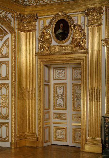 Porte menant à la chambre à coucher de Louis XIV. Château de Versailles, Versailles (Département des Yvelines, région Île-de-France, France) - Puerta que da acceso a la habitación de Luis XIV. Palacio de Versalles, Versalles (Departamento de las Yvelines, región Île-de-France, Francia). …