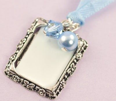 The Vintage Photo Frame wedding charm is a pretty way to remember a loved one at your wedding, simply place their photo into the frame and hang the charm from your bouquet. Available in gold, antique gold or antique silver and a fabulous range of bead and ribbon colours.