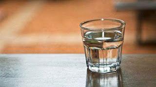 Δείτε πώς το νερό πριν το γεύμα θα μπορούσε να βοηθήσει στην απώλεια βάρους