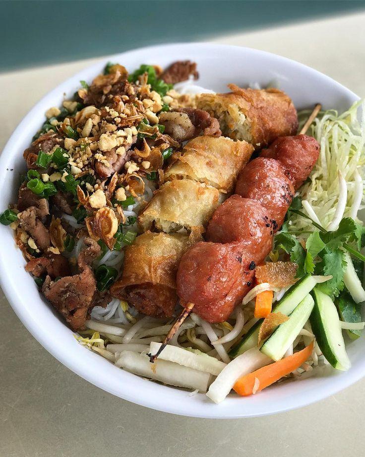 Dope Twin Cities Vietnamese! Grilled pork meatballs that rivals any Nem in LA and BBQ pork so smokey it blew my mind.  ---  Bun Thap Cam (BBQ Pork Pork Meatball Egg Rolls Rice Vermicelli) Trieu Chau Saint Paul MN #foodmento