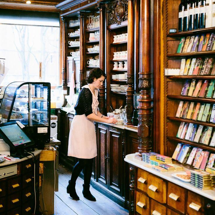 Bei Winterfeldt Schokoladen in einer alten Apotheke in Schöneberg gibt es die vermutlich größte Auswahl an Qualitäts Schokoladen in ganz Berlin.