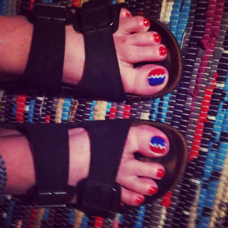 Grateful dead toenails ✌
