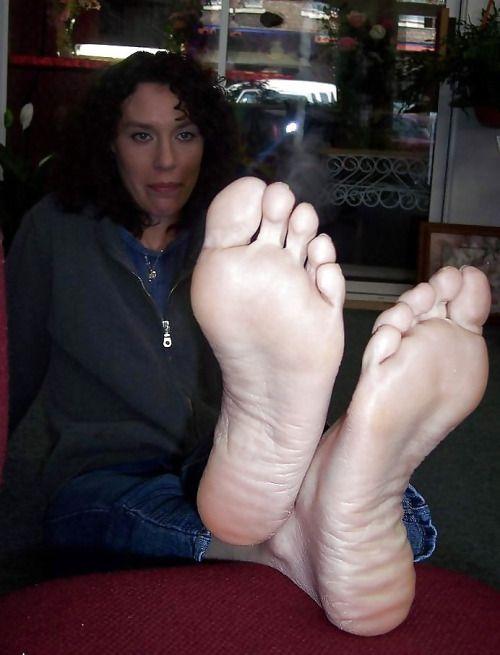 Sexy foot worship milf
