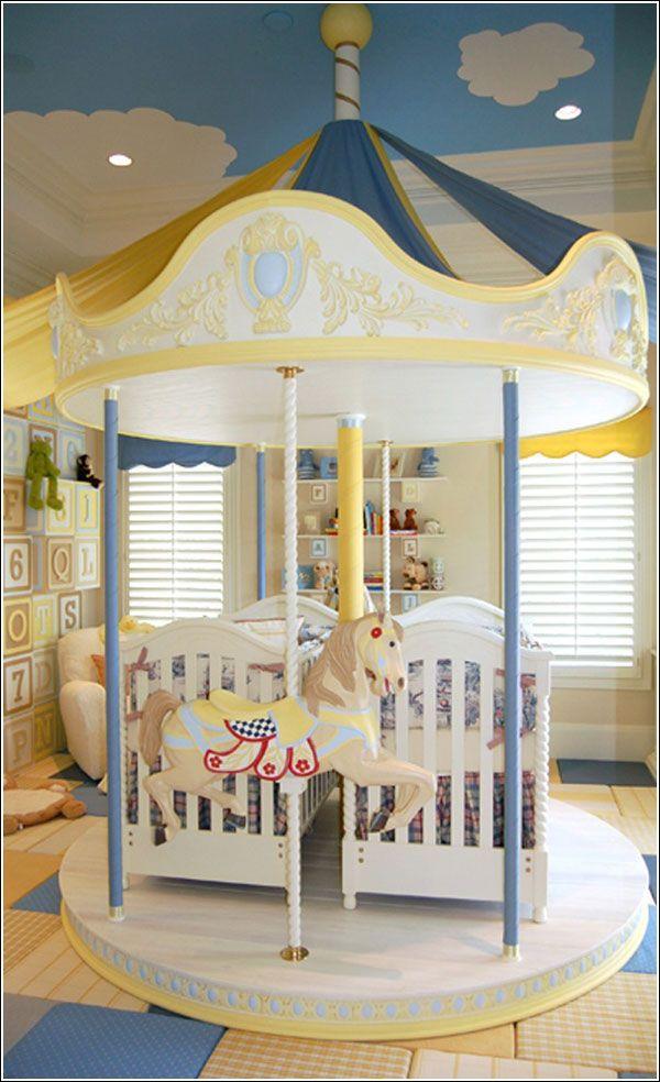 Cameretta per bambini ispirata alla giostra dei cavalli