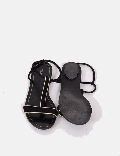Zara Sandalias negras con detalles dorados 4.50€