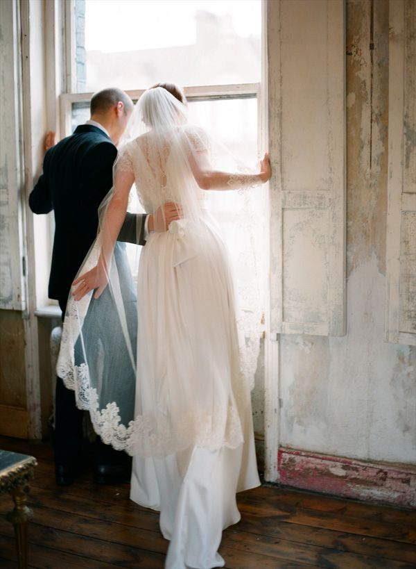 inspiration | newlyweds peeking at their guests before the exit | aneta mak photographyMak Photography, Wedding Dressses, Wedding Photography, London Wedding, Aneta Mak, Veils, Floral Design, Brides Dresses, The Dresses