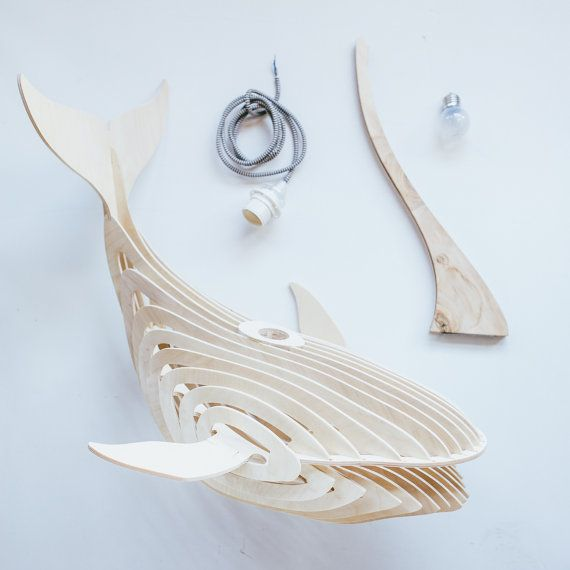 Les baleines en bois lumineuses et sculpturales d'Eduard Golikov