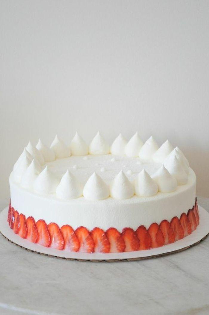tartas-de-cumpleaños-dibujo-fresas-tarta-de-crema-vanilla-fresas-decoración-simple