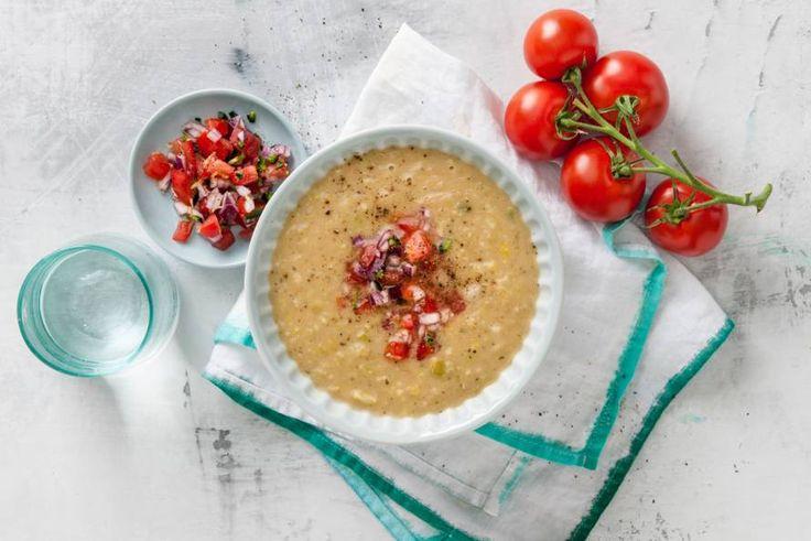 De tomatensalsa geeft de courgettesoep net dat extra beetje pit mee - Recept - Allerhande