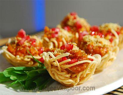 Pav Bhaji Schezwan Style Recipe - Pav bhaji made with Schezwan chutney and served in noodle baskets.