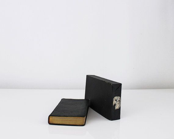 Bonjour,  Leatherbound missal book in French and Latin. (missel ROMAIN)  This…