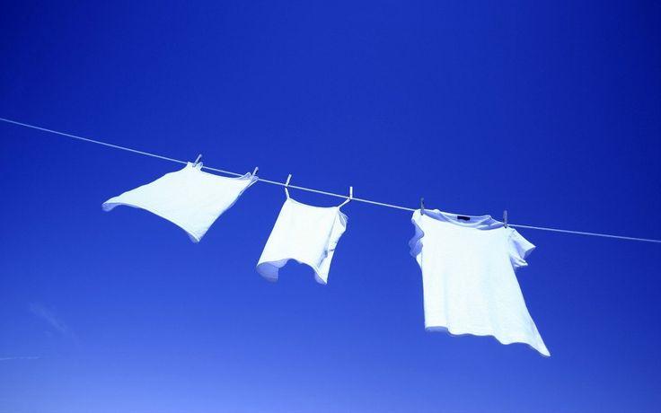 Как вывести желтые пятна от пота с одежды