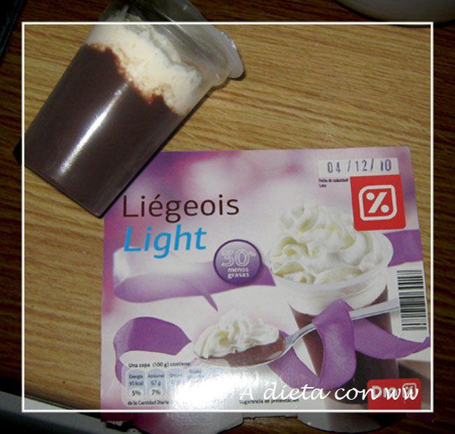 Por fín existen copas de nata y chocolate light!!!!! siempre que voy a algún sitio nuevo y las veo miro a ver si hubiera alguna versión ligh...
