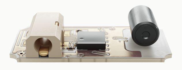 Lapka EMF – monitor per i campi elettromagnetici Internamente: eleganza hi-tech.  Lapka EMF può misurare sia le alte frequenze (HF) che quelle basse (LF). A seconda della configurazione, Lapka EMF può rivelare l'attività delle antenne telefoniche, microonde o cavi scoperti. Muoviti, scopri, e investiga nuovi posti. Oppure prova ad indossarlo durante la tua giornata! ...