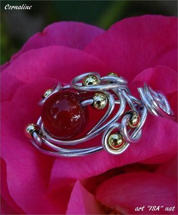 Bague perle ronde semi- précieuse Cornaline fil aluminium argenté et perles doré