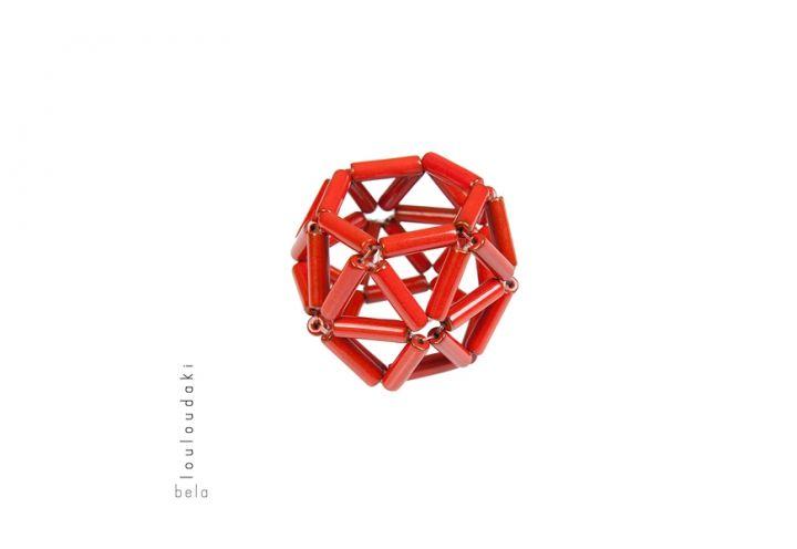 Il Bracciale Love nest, pezzo cult della designer ateniese, verrà presentato in edizione limitata nel colore rosso De Padova