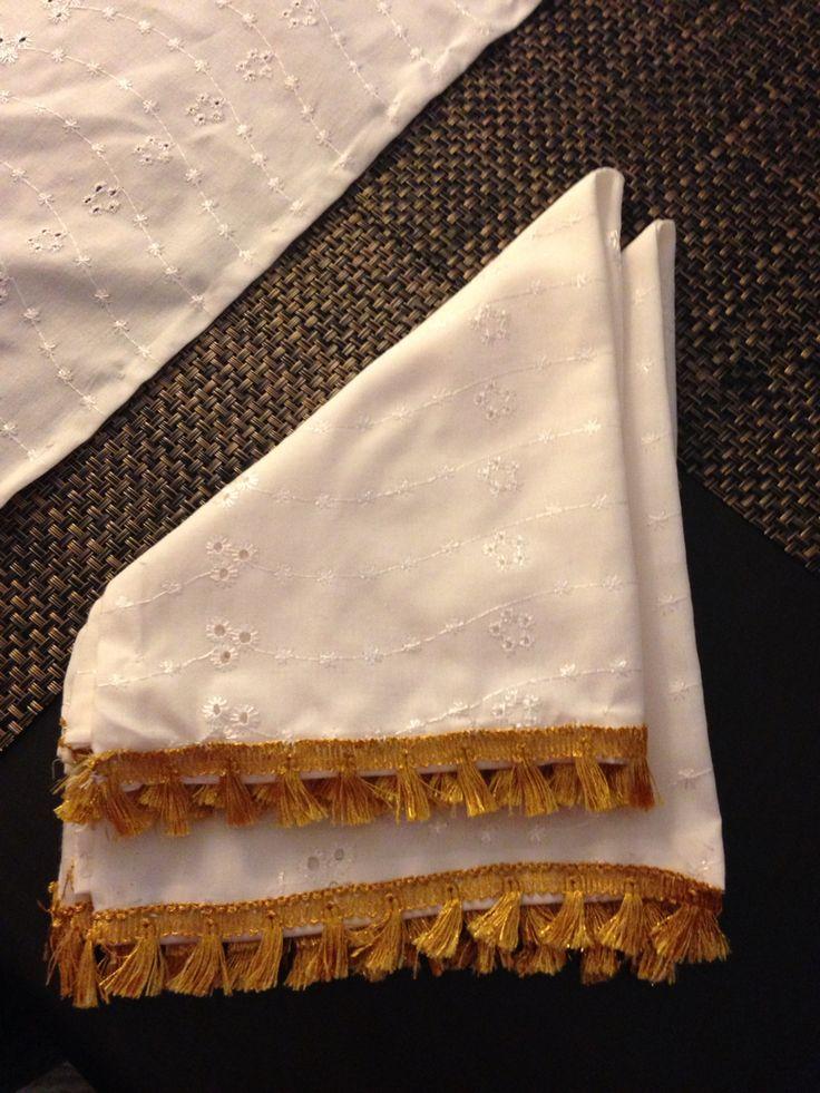 Servilletas de tela con adorno alrededor hechas a mano