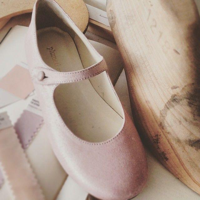 For the next season we have included a small collection of shoes. For example in a soft pastel color / Para la próxima temporada hemos incluido una pequeña colección de zapatos. Por ejemplo, en suaves tonos pastel. #minitrendsandco #minitrends #babybrand #babyfashion #bimbi #blogfashionkids #fashionkids #fashionkidsandbabys #FIMI #fimi81 #instababy #instafashion #instakids #instakidsfashion #kidsfashion #kidsstylist #kidstrends #luxurybrand #madeinspain #modabimbi #modacriança #modabambini…