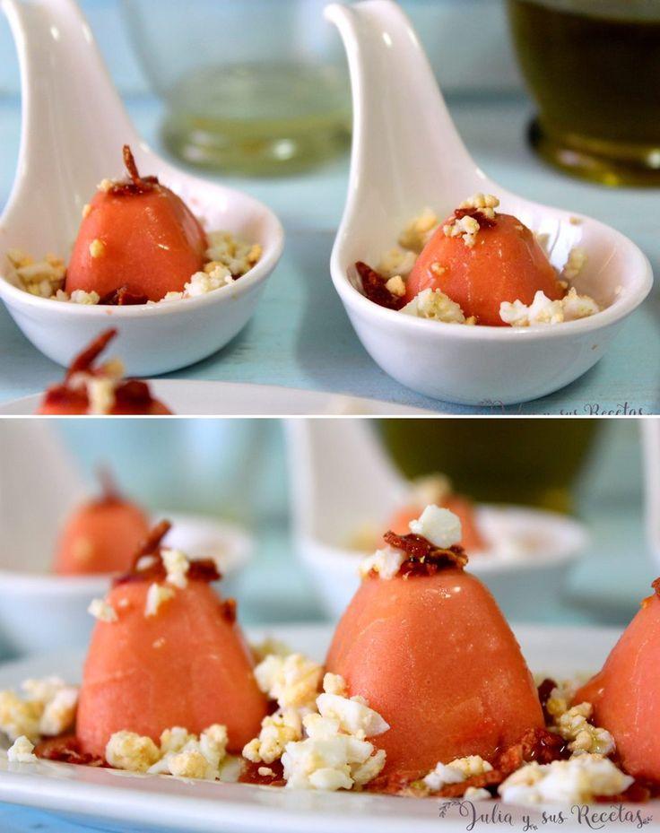 Unos bombones de salmorejo bonito y sabrosos, para sorprender a vuestros invitados, que podéis ver en mi blog Julia y sus recetas.