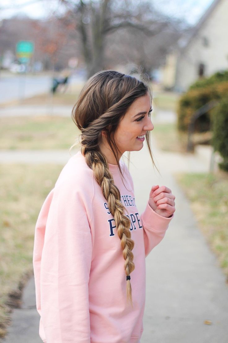 Valentine's Day Hairstyles! Perfect hairstyles for Valentine's Day that are easy and no heat. I love finding cute hairstyles that are no heat hairstyles and easy to do! By Lauren Lindmark on Daily Dose of Charm dailydoseofcharm.com