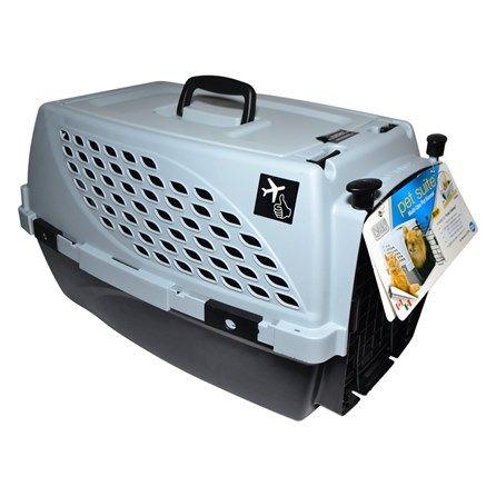 Caixa de Transporte para Cães e Gatos 2 Portas Pet Suite -Pode ser utilizada em viagens de carro e também em viagens de avião; Feita em material plástico de alta resistência, fácil de higienizar e transportar; Grade com trinco deslizante com abertura para ambos os lados; Espaços laterais vazados auxiliando na boa respiração e tranquilidade do cachorro ou gato; Fácil de montar, suas travas são resistentes e seguras; MeuAmigoPet.com.br #petshop #cachorro #cão #meuamigopet