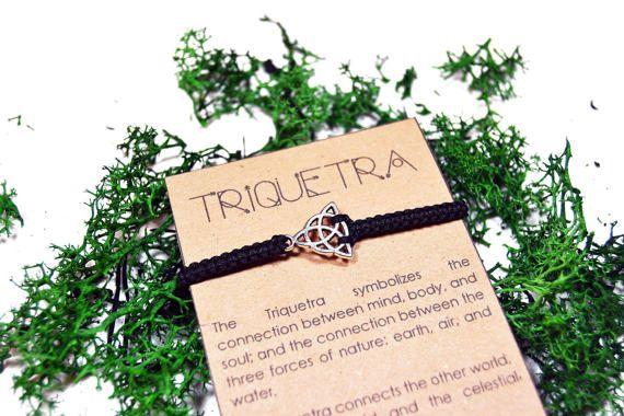 Pulsera de Triquetra. Pulsera hecha a mano de por WitchDreams