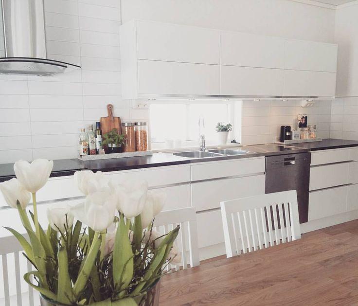"Marina on Instagram: ""Time for lunch ☺. . #kök #köksinspo #köksinspiration #köksdetaljer #ballingslöv #hjältevadshus #spira168 #stilrenahem #inspohome #hem_inspiration #finahem #vackrahem #interior #levaobo #magiskahem #skönahem #plazainteriör #skandinaviskahem #nordiskahem #interior4all #interior123 #inliving1 #inspiremeinterior #kitcheninspiration #kitchen #myhome #modern #moderndesign #modernhome #decor"""