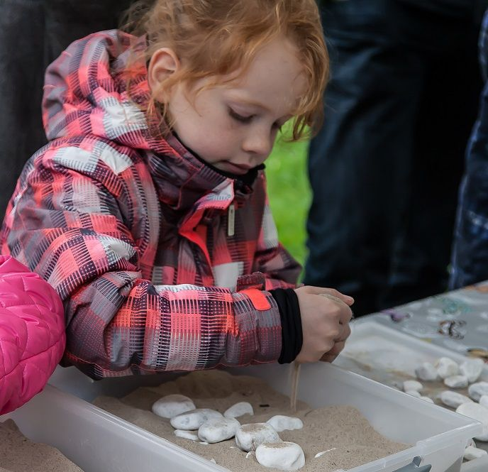 Bouw een hunebed, leuke activiteit van Stichting het Drents Landschap in Duurzaamheidscentrum Assen.