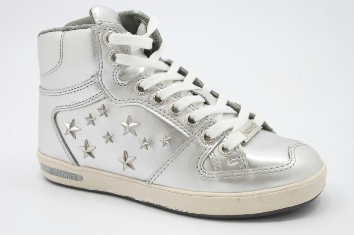 Half hoog veter schoen van het merk Airforce,zilver leer met zilveren sterren. €100,00