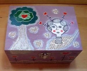 cutie lemn 16×12×9 cm; pictura acrilice, decoupage, tehnica de crapare si invechire argintiu, lac protectie