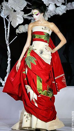 Japanese Kimono Inspired Fashion John Galliano for Dior 2007,it2s not a real kimono but still, stunning