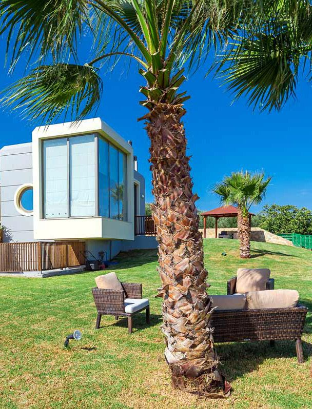 Paradise Villa in Maleme, Chania, Crete. A 4-bedroom Villa offering panoramic sea views, a heated private pool and a large courtyard, 3km from the cosmopolitan beach of Maleme.