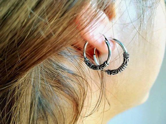 Mira este artículo en mi tienda de Etsy: https://www.etsy.com/es/listing/544422521/bali-hoops-earrings-aros-de-bali-silver