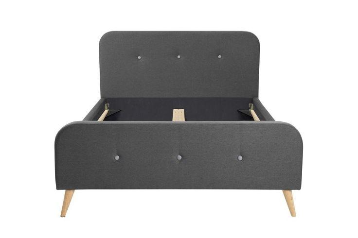Twijfelaar bed Ines (140 x 200) - Donkergrijs Twijfelaar bed Ines is een bed van 140 x 200 cm. Het bed is afgewerkt met een luxe donkergrijze stof met sierlijke lichtgrijze knopen. De poten zijn gemaakt van duurzaam hout. Desgewenst kunt u er ook een lattenbodem matras (140 x 200) en/of een matrasbeschermer bijbestellen. Dit kan worden geselecteerd in het keuze-menu. De producten uit de Maxliving collectie zijn producten met een Scandinavisch design en hebben een hoogwaardige kwaliteit. De…